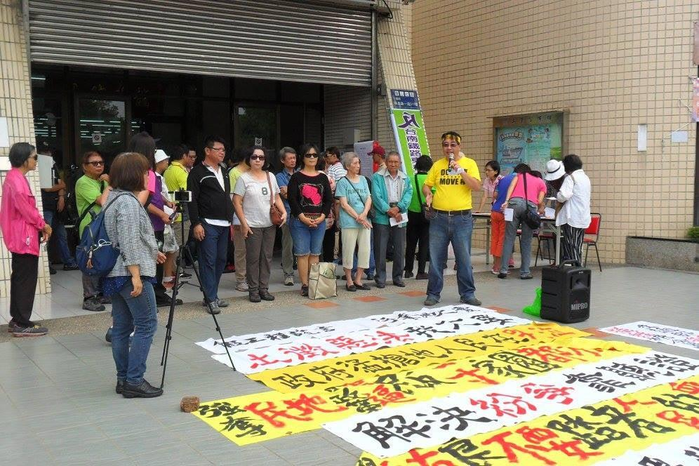 2017年5月8日,自救会于台南市东区龙山里活动中心外举行记者会。//图片来源:李亚桥摄影